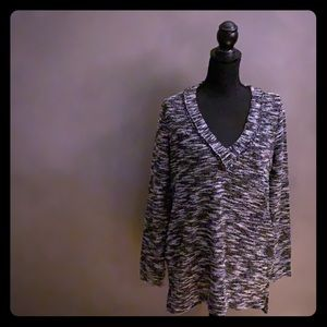 14 & Union B&W marbled V-neck sweater with pockets
